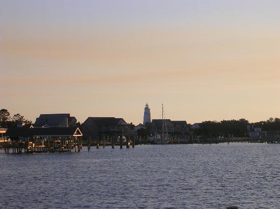 Captain's Landing Waterfront Inn : View of Silver Lake