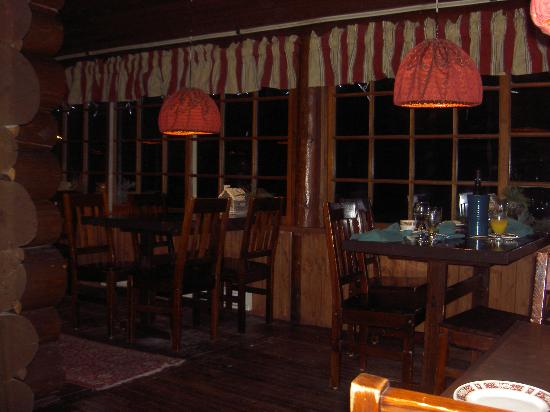 Storm Mountain Lodge & Cabins: The Dining Room