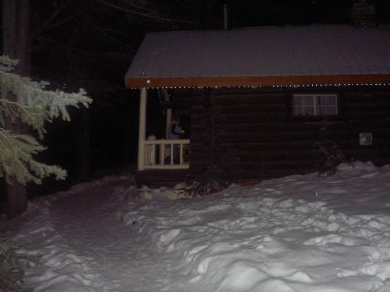 Storm Mountain Lodge & Cabins: One of the Log Cabins
