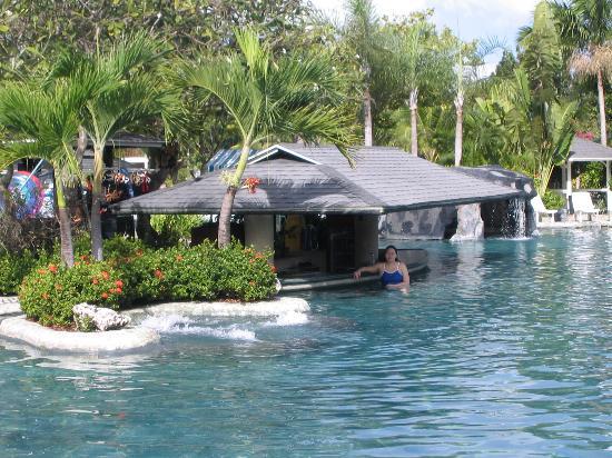 Plantation Bay Resort And Spa: The Pool Bar