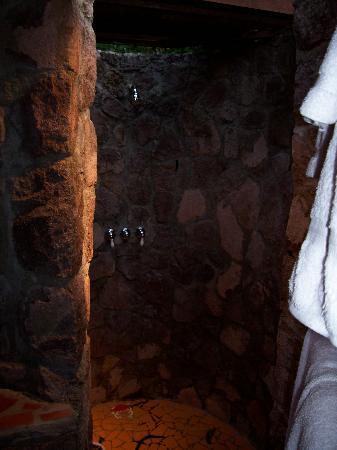 Ladera Resort: shower in X2
