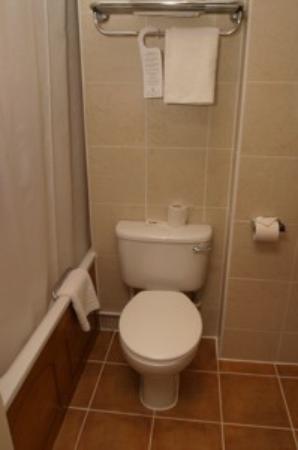 Quality Crown Hyde Park: Das Badezimmer