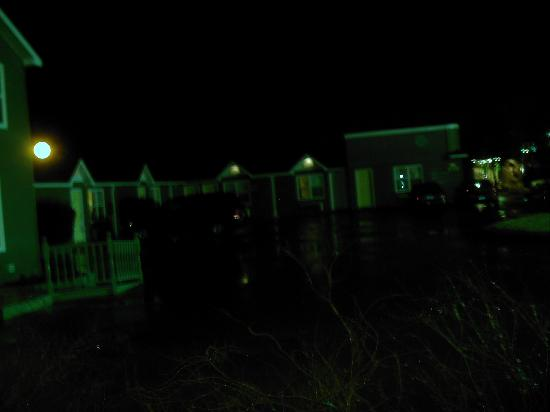 Homeward Inns of Canada : Motel Units in Front