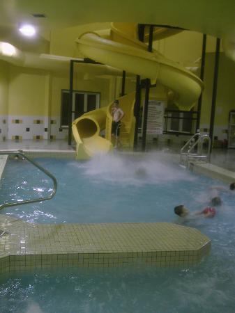 Super 8 Truro NS: Pool