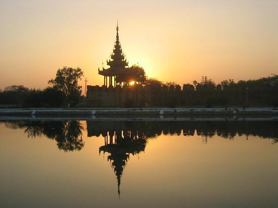 Sedona Hotel Mandalay : Sunset at the Royal Palace