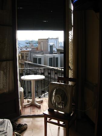 Hotel Toledano and Hostal R. Capitol : View from room without a/c