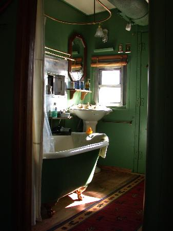 Double K Ranch Bed and Breakfast: bathroom, caboose