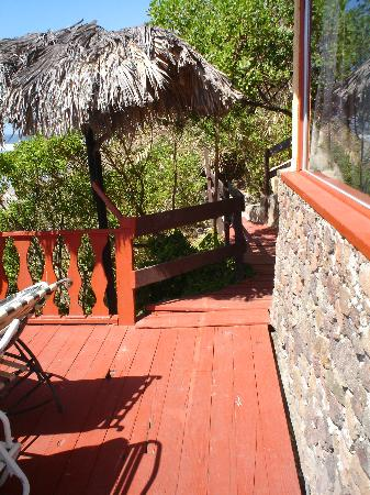 La Fonda Hotel & Restaurant: view of entryway to deck & room