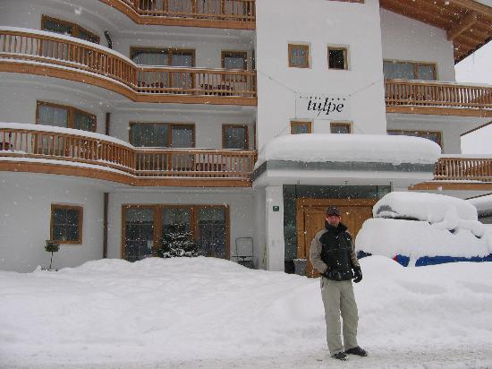 Hotel Tulpe: My friend outside the Tulpe in 2005