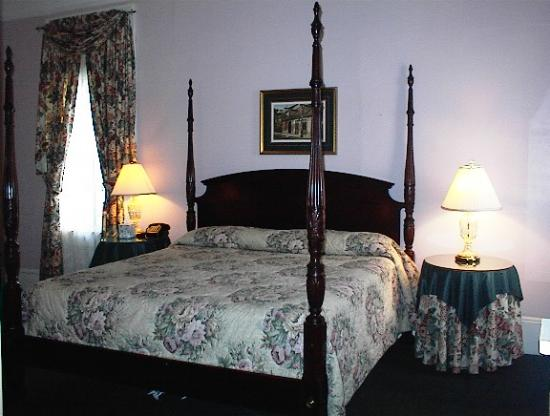 Andrew Jackson Hotel: Queen Bed