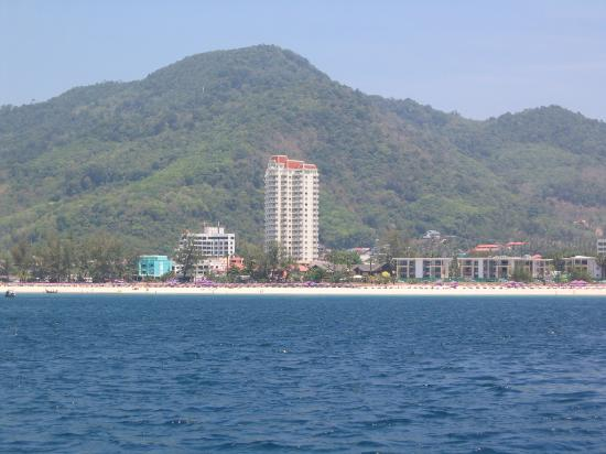 Waterfront Suites Phuket by Centara: Karon Beach, central waterfront tower