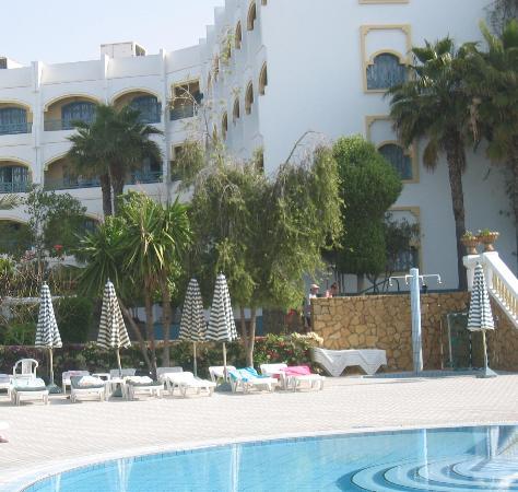 Hotel Le Tivoli : Poolside