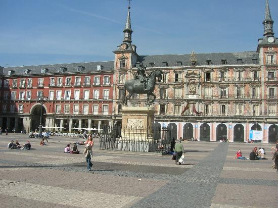 Plaza mayor picture of hotel ateneo puerta del sol for Plaza puerta del sol