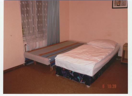 Grandes camas para un hotel de tres picture of for Camas grandes