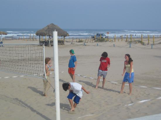 Ciudad Madero, Meksika: volleyball on beach