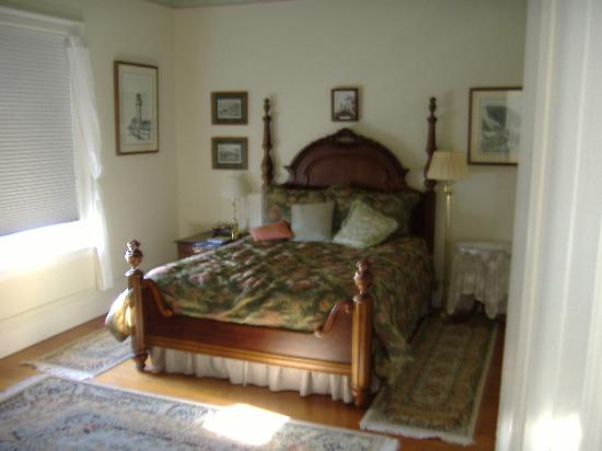 East Brother Light Station: bedroom