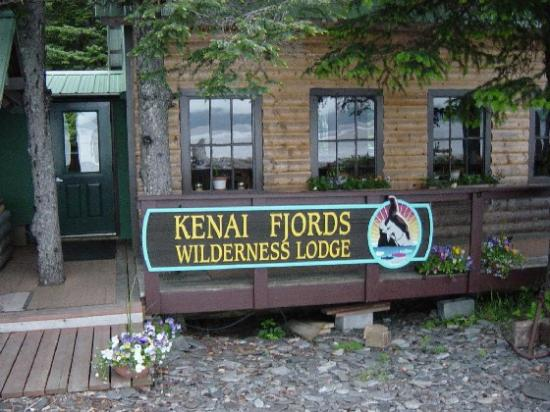 Kenai Fjords Wilderness Lodge: Lodge on the Beach