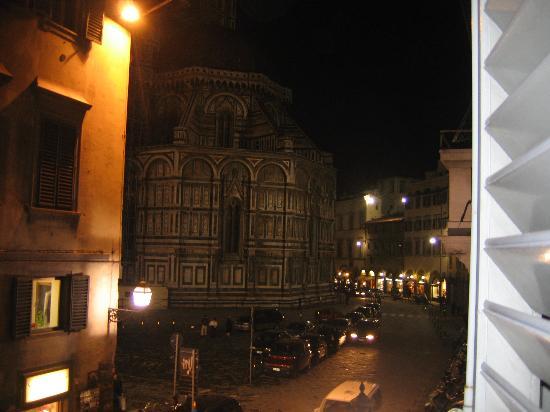La Residenza del Proconsolo: Nightime view from the Brunelleschi room