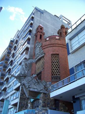 Montevideo, Uruguay: Castillo Pittamiglio's facade