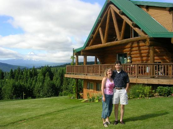 Sakura Ridge - The Farm and Lodge: The house and view of Mt Hood