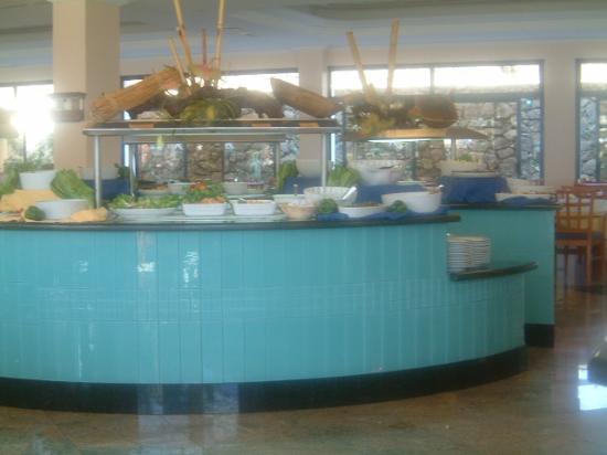THe Mirador Papagayo Hotel: salad bar in main restaurant