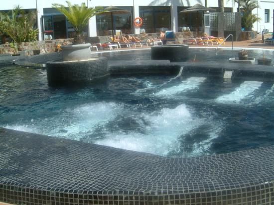 "THe Mirador Papagayo: jacuzzi ""beds"" in section of the pool"