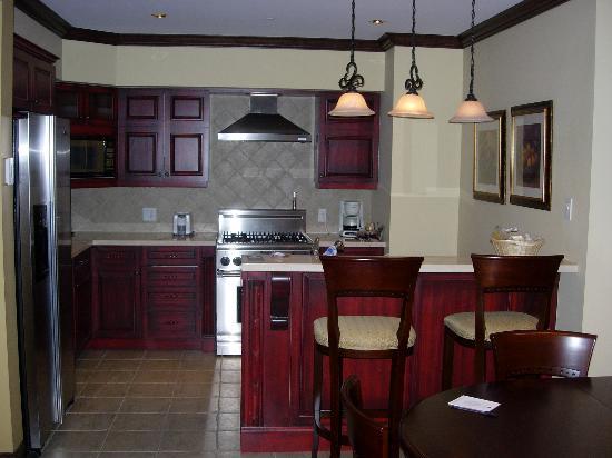 Le Bondurant: Kitchen