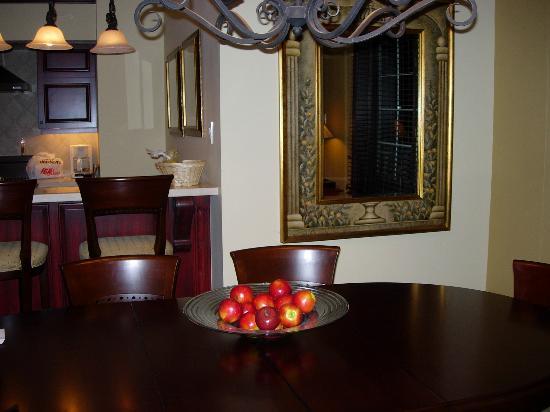 Le Bondurant: Dining area