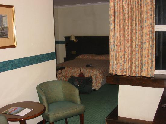Grosvenor House Hotel: room 2