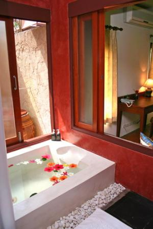 Banburee Resort & Spa: Villa Restroom