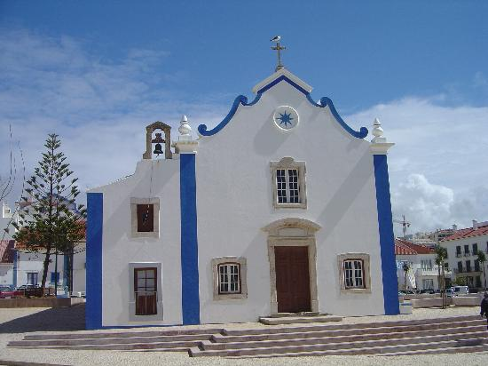Hotel Dom Carlos Park: Ericiera church - painted blue lines keep the Devil away