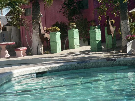 Vina Del Mar Hotel: Vina del Mar pool towards restaurant