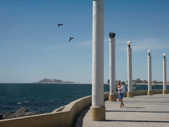 Vina Del Mar Hotel: nearby plaza