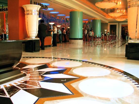 Disney's Hollywood Hotel : hotel lobby