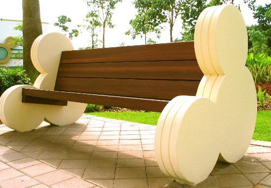 Disney's Hollywood Hotel : mickey bench