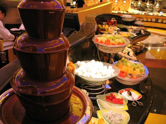 Disney's Hollywood Hotel : Chef Mickey dessert buffet