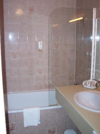 Hotel Henry II Beaune Centre: Bathroom