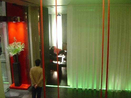 Sina The Gray: entrance to bar