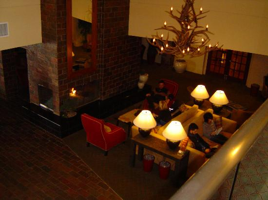 The Timbers Hotel: lounge next to lobby