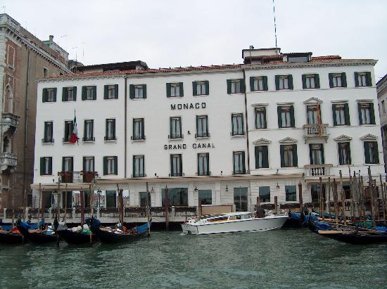 فينيسيا  مدينة الحب و الرومانسية monaco-grand-canal.j