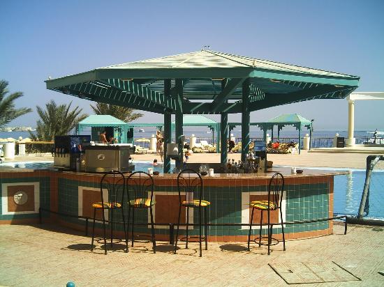 SUNRISE Holidays Resort: The Pool Bar