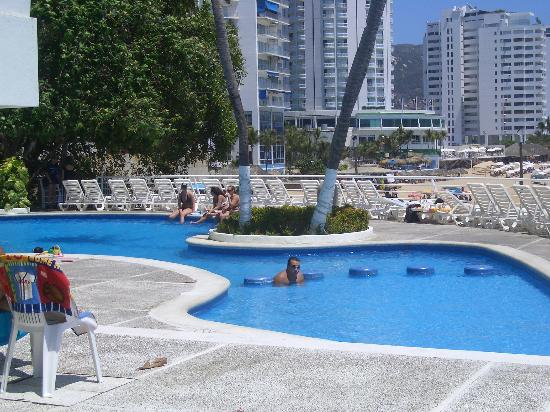 Holiday Inn Resort Acapulco: The other pool