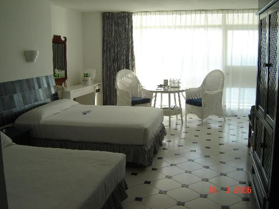 Elcano Hotel: Our Room