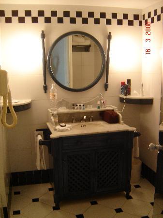 Elcano Hotel: Bathroom