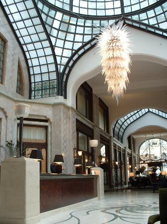 Four Seasons Hotel Gresham Palace Photo