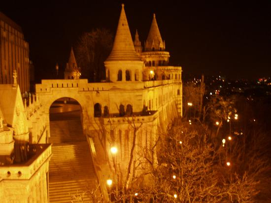 Hilton Budapest: Fisherman's Bastion at night taken from behind the Hilton