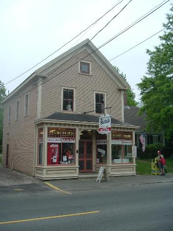 Yarmouth Port, MA: Hallets Store and museum