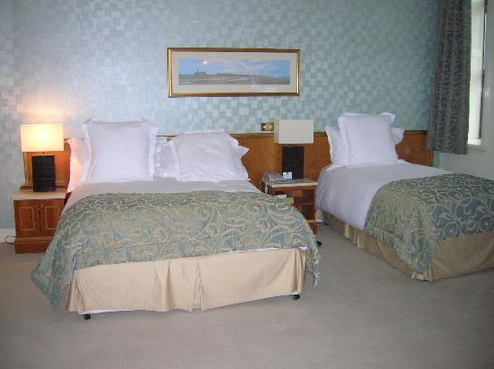 Slieve Donard Resort and Spa: Bed room take 1