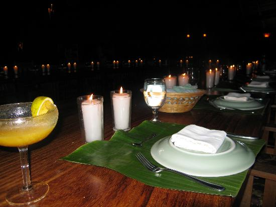 Iguana Lodge: Candle lit dinner