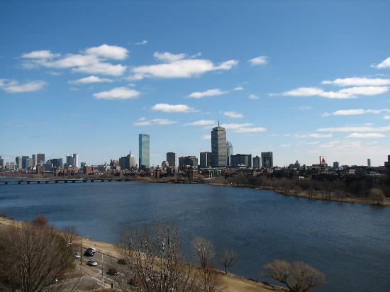 Hyatt Regency Cambridge, Overlooking Boston: Daytime shot of the skyline from our balcony.